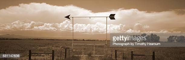arrow gate - timothy hearsum stockfoto's en -beelden