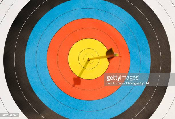 arrow lodged in bull's-eye - aiming stock pictures, royalty-free photos & images