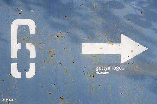 6 arrow sign