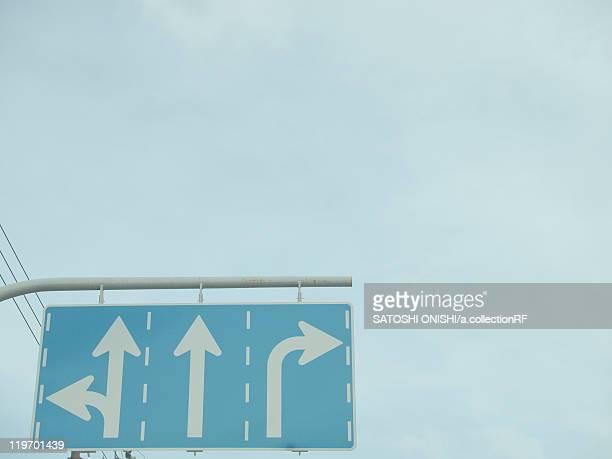 arrow signs - 吹田市 ストックフォトと画像
