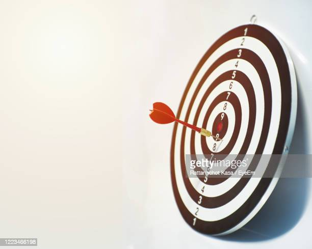 arrows in the target ,arrow hitting the center of a shooting target for business - aiming stock pictures, royalty-free photos & images