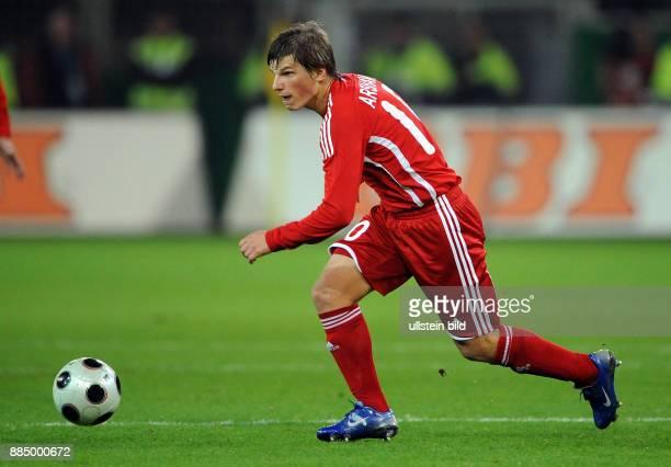 Arschawin Andrej Fussball Mittelfeldspieler Nationalmannschaft Russland in Aktion am Ball