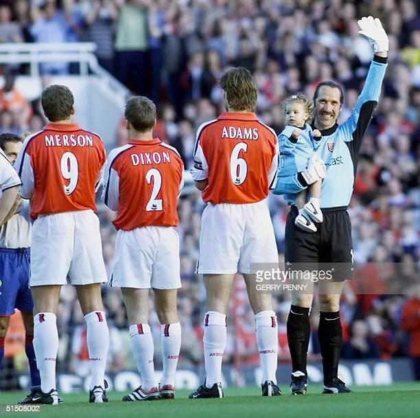 Arsenal and England'i goalkeeper David Seaman salutes the Highbury crowd with his daughter Georgina before his testimonial match versus Barcelona at...