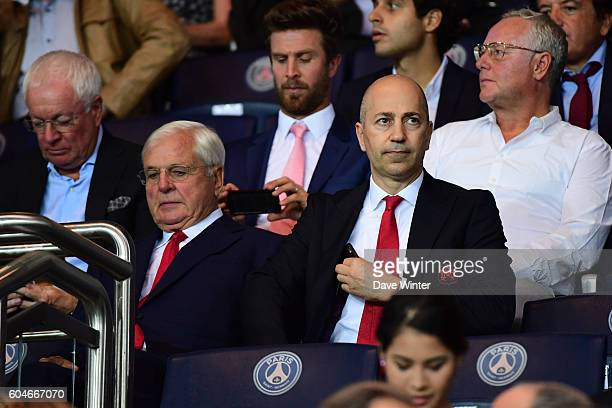 Arsenal chairman Sir Chips Keswick and Arsenal chief executive officer Ivan Gazidis during the Uefa Champions League match between Paris Saint...
