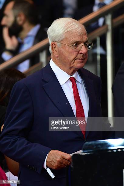 Arsenal chairman Sir Chips Keswick during the Uefa Champions League match between Paris Saint Germain and Arsenal at Parc des Princes on September 13...