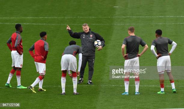 Arsenal coach Ken Gillard talks to the players before the FA Youth Cup Semi Final 2nd Leg match between Arsenal and Blackpool at Emirates Stadium on...