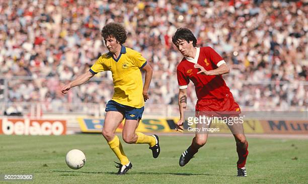 Arsenal forward Alan Sunderland leaves Liverpool defender Alan Hansen trailing in his wake during the 1979 FA Charity Shield match between Arsenal...
