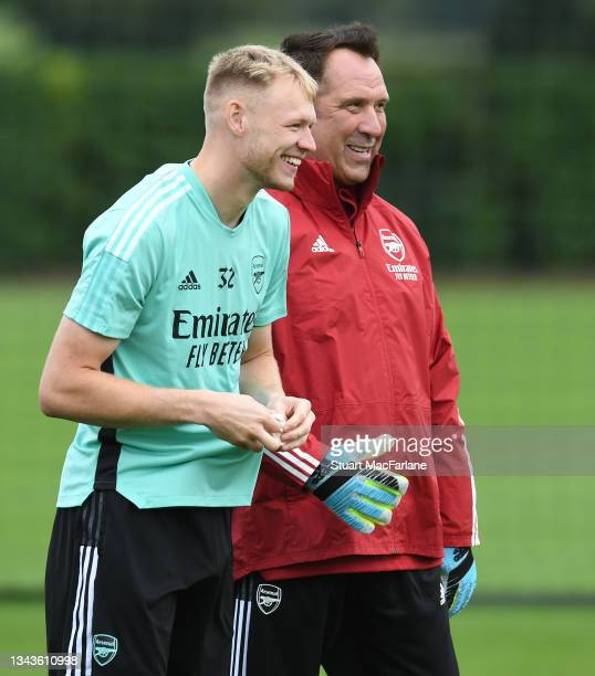 Arsenal goalkeeper Aaron Ramsdale with ex Arsenal goalkeeper David Seaman during a training session at London Colney on September 28, 2021 in St...