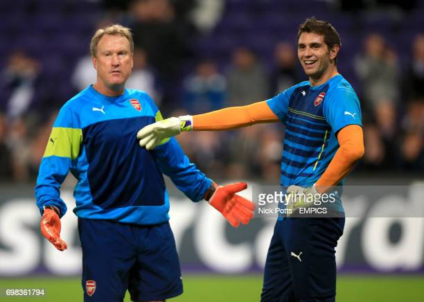 Arsenal goalkeeper Damian Martinez and goalkeeper coach Gerry Peyton during the warm up