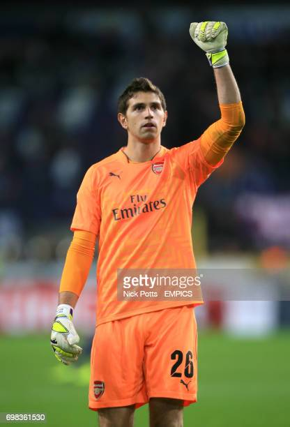 Arsenal goalkeeper Damian Martinez celebrates victory after the match