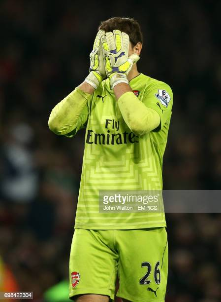 Arsenal goalkeeper Damian Martinez dejected after defeat