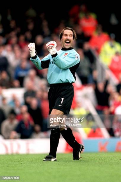 Arsenal goalkeeper David Seaman celebrates the 1-0 victory over Manchester United at the final whistle