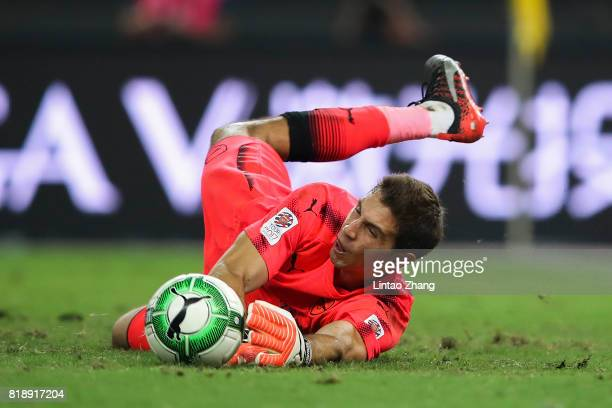 Arsenal goalkeeper Emiliano Martinez saves the 1st bayern Munich penalty in the shoot out during the 2017 International Champions Cup football match...