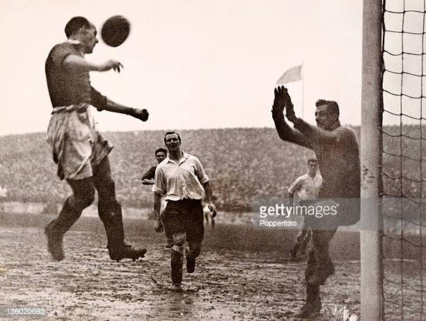 Arsenal goalkeeper George Swindin prepares to divert a header from Scottish international Jimmy Delaney of Manchester United during their Division...