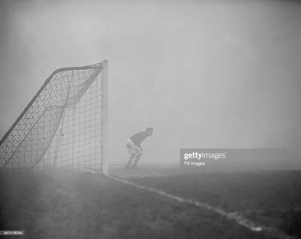 Soccer - League Division One - Arsenal v Aston Villa - Highbury : ニュース写真