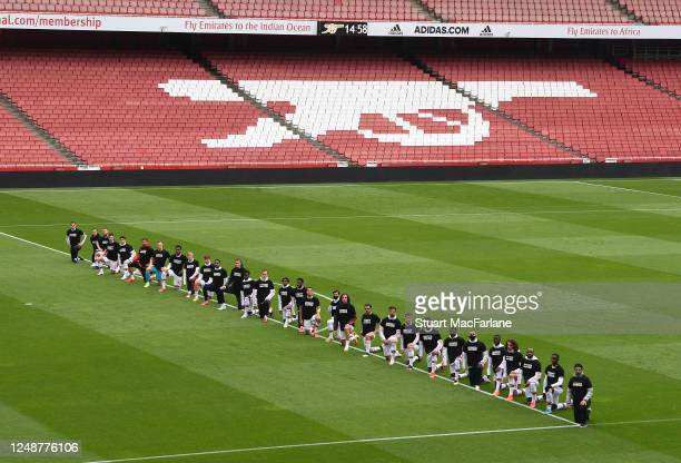 Arsenal Head Coach Mikel Arteta and his players take a knee before friendly match between Arsenal and Brentford at Emirates Stadium on June 10 2020...