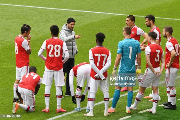 Arsenal Head Coach Mikel Arteta talks to his players before a friendly match between Arsenal and Brentford at Emirates Stadium on June 10 2020 in...