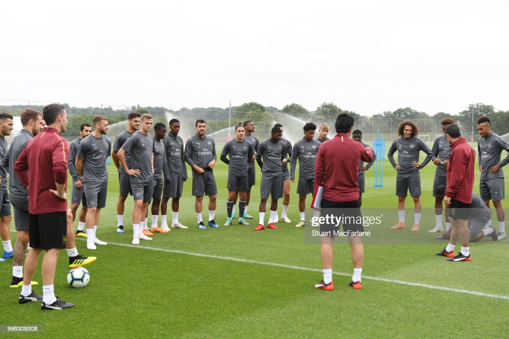 Arsenal Head Coach Unai Emery talks to his players before a training session at London Colney on July 11, 2018 in St Albans, England.