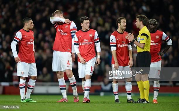 FUSSBALL CHAMPIONS Arsenal London FC Bayern Muenchen Enttaeuschung Arsenal Alex OxladeChamberlain Per Mertesacker Mesut Oezil Mathieu Flamini...