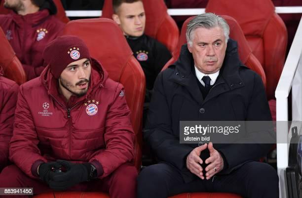 FUSSBALL Arsenal London FC Bayern Muenchen Trainer Carlo Ancelotti und CoTrainer Davide Ancelotti