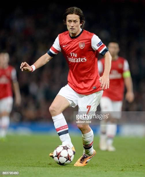 FUSSBALL CHAMPIONS Arsenal London SSC Neapel Tomas Rosicky Einzelaktion am Ball