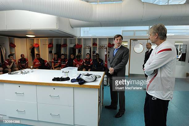 Arsenal Majority Shareholder Stan Kroenke with manager Arsene Wenger talks to the squad before a training session ahead of their UEFA Champions...