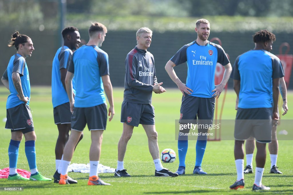 Arsenal manager Arsene Wenger talks to his players before a training session at London Colney on April 21, 2018 in St Albans, England.