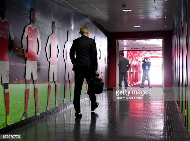 Arsenal manager Arsene Wenger walks to the home changing room before the Premier League match between Arsenal and Manchester United at Emirates...