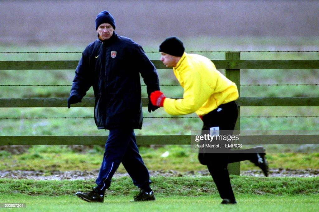 Soccer - UEFA Cup - Fourth Round First Leg - Arsenal v Deportivo La Coruna - Arsenal Training : News Photo