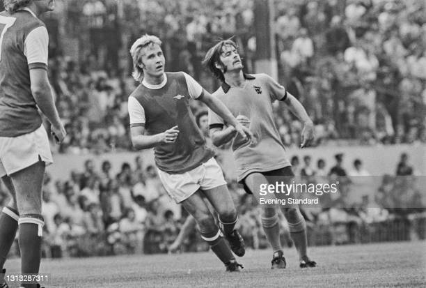 Arsenal midfielder David Price and Wolverhampton Wanderers midfielder Jim McCalliog during an FA Cup 3rd place play-off at Highbury in London, UK,...