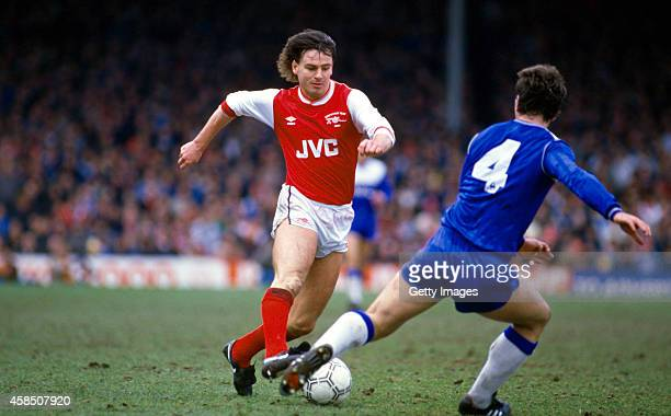 Arsenal player Charlie Nicholas in action during a Canon League division one match between Arsenal and Everton at Highbury stadium in april 1986 in...