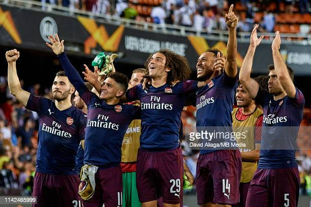 Arsenal players celebrate the victory after the UEFA Europa League Semi Final Second Leg match between Valencia and Arsenal at Estadio Mestalla on...
