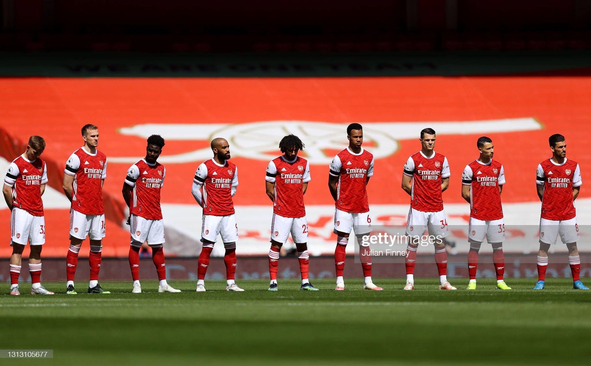 ¿Cuánto mide Dani Ceballos? - Altura - Real height - Página 4 Arsenal-players-observe-a-moment-of-silence-in-memory-of-hrh-prince-picture-id1313105677?s=2048x2048