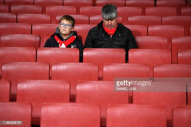 Arsenal supporters wait for the start of the UEFA Europa league Group F football match between Arsenal and Eintracht Frankfurt at the Emirates...