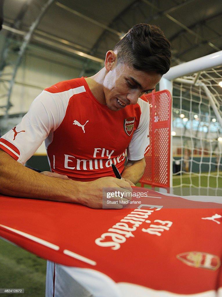 Arsenal Unveil New Signing Gabriel : News Photo