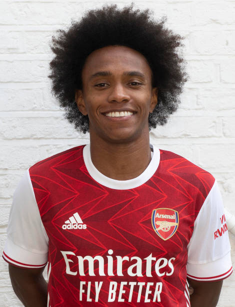 GBR: Arsenal Unveil New Signing Willian