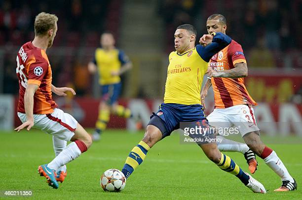 Arsenal's Chamberlain views with Galatasaray's Semih Kaya and Felipe Melo during the UEFA Champions League Group D match between Galatasaray and...