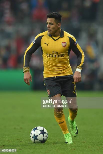 Arsenal's Chilean striker Alexis Sanchez palys during the UEFA Champions League round of sixteen football match between FC Bayern Munich and Arsenal...