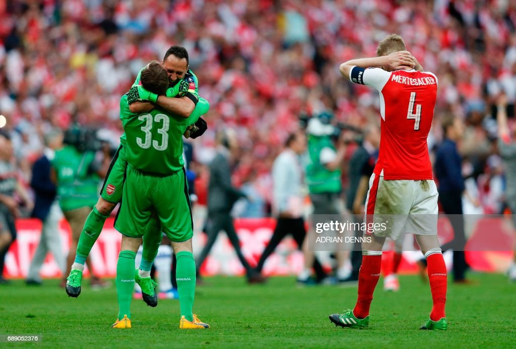 Arsenal's Colombian goalkeeper David Ospina and Arsenal's Czech goalkeeper Petr Cech (L) celebrates as Arsenal's German defender Per Mertesacker (R) reacts on the final whistle of the English FA Cup final football match between Arsenal and Chelsea at Wembley stadium in London on May 27, 2017. Arsenal won the game 2-1. / AFP PHOTO / Adrian DENNIS / NOT