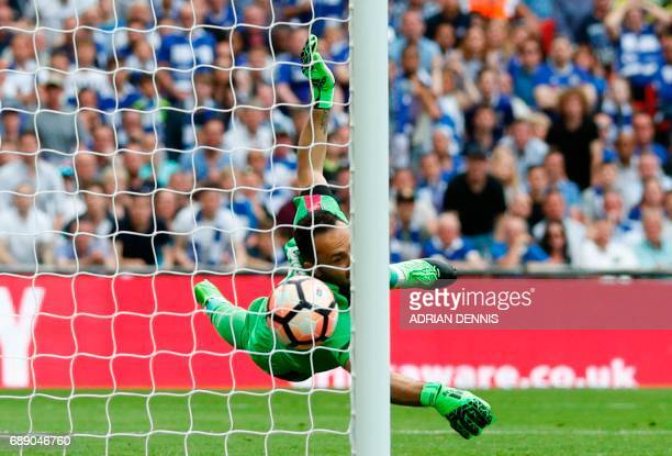 Arsenal's Colombian goalkeeper David Ospina cannot reach Chelsea's Brazilianborn Spanish striker Diego Costa's shot as Chelsea score during the...