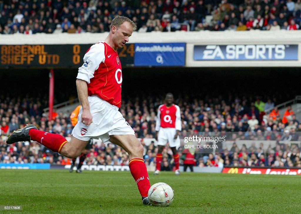 Arsenal's Dennis Bergkamp takes a shot a : News Photo