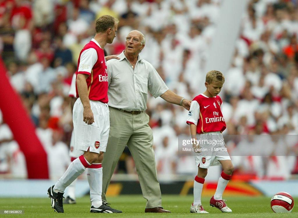 Soccer - Dennis Bergkamp Testimonial - Arsenal v Ajax - Emirates Stadium : News Photo