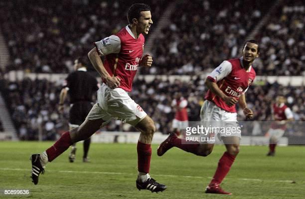 Arsenal's Dutch forward Robin Van Persie celebrates scoring against Arsenal with teammate English forward Theo Walcott during their English Premier...