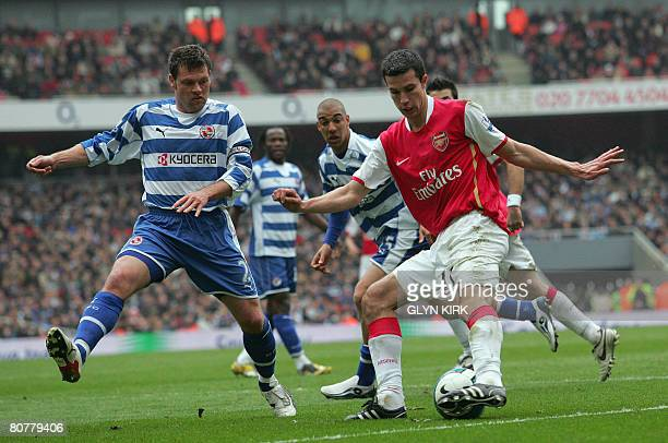 Arsenal's Dutch Striker Robin Van Persie vies with Reading's Scottish Defender Graeme Murty during their Premier League match against Reading at the...