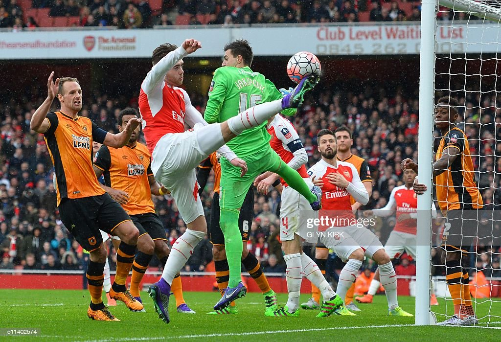 TOPSHOT - Arsenal's English defender Calum Chambers (C) tries to shoot past Hull City's Swiss goalkeeper Eldin Jakupovic (3R) during the FA cup fifth round football match between Arsenal and Hull City at the Emirates Stadium in London on February 20, 2016. / AFP / GLYN KIRK / RESTRICTED TO EDITORIAL USE. No use with unauthorized audio, video, data, fixture lists, club/league logos or 'live' services. Online in-match use limited to 75 images, no video emulation. No use in betting, games or single club/league/player publications. /