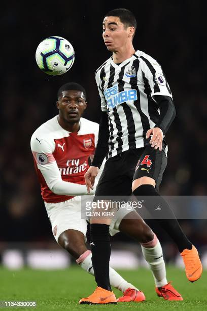 Arsenal's English midfielder Ainsley MaitlandNiles vies with Newcastle United's Paraguayan midfielder Miguel Almiron during the English Premier...
