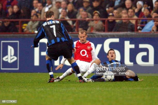 Arsenal's Fredrik Ljungberg and Inter Milan's Jeremie Brechet and Andy van der Meyde battle for the ball