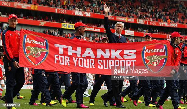 TOPSHOT Arsenal's French manager Arsene Wenger waves to the fans following the English Premier League football match between Arsenal and Aston Villa...