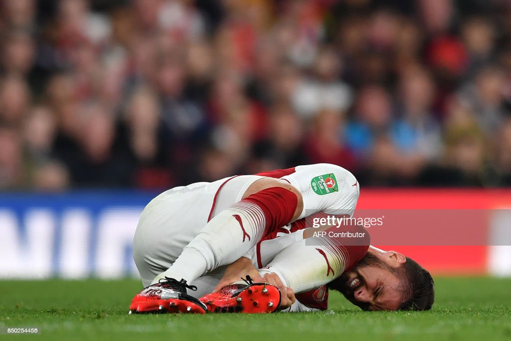 Arsenal's French striker Olivier Giroud reacts after picking up an injury during the English League Cup third round football match between Arsenal and Doncaster Rovers at The Emirates Stadium in London on September 20, 2017. / AFP PHOTO / Ben STANSALL / RESTRICTED TO EDITORIAL USE. No use with unauthorized audio, video, data, fixture lists, club/league logos or 'live' services. Online in-match use limited to 75 images, no video emulation. No use in betting, games or single club/league/player publications. /
