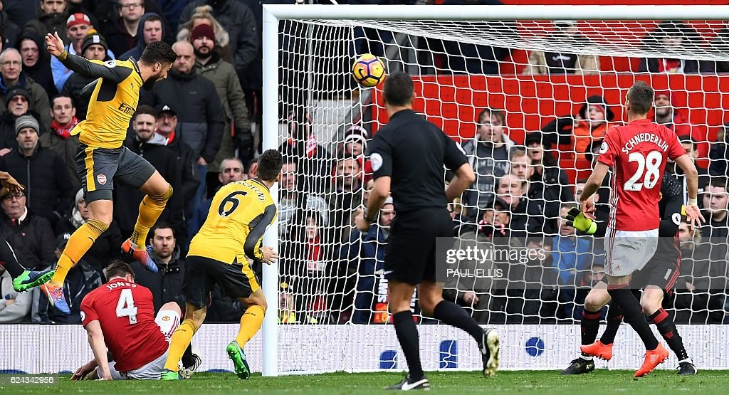 TOPSHOT-FBL-ENG-PR-MAN UTD-ARSENAL : News Photo
